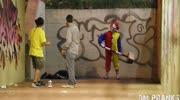 小丑回魂:智障小丑反被熊孩子反杀?