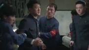 《奔騰年代》開播:佟大為廁所壁咚,蔣欣傻眼,網友:重口味!