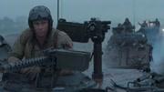 狂怒:上校帶領坦克小隊前往下一個城鎮作志願,然而一路上卻遭到