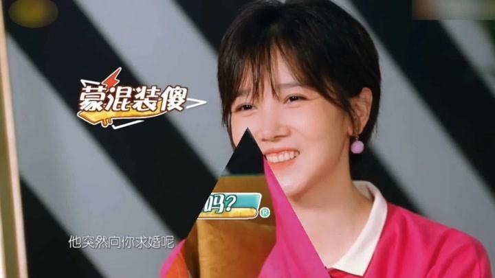 陳小紜被問于小彤可以托付終身嗎1,下意識反應聳肩,沒想過結婚