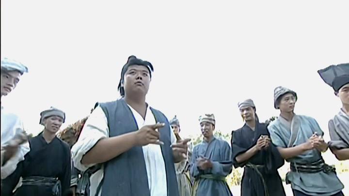 隋唐英雄傳:官兵背著秦叔寶吃白食,程咬金直接教他們做人