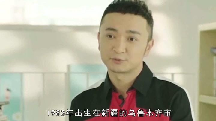 獲王小丫提拔,接棒李詠成央視綜藝一哥,尼格買提的背景藏得太深