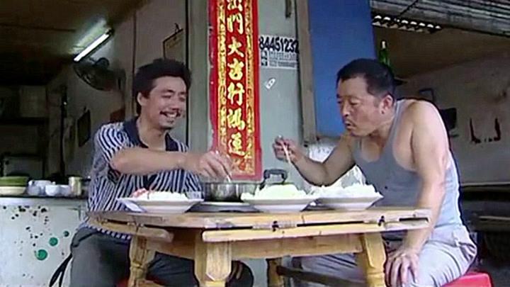 農民工吃戲:范明18元吃羊肉火鍋,豬肉燉白菜配10個饅頭,真香!