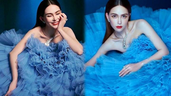 昆凌藍色紗裙露性感鎖骨香肩,華麗精致燦笑不失明媚甜美