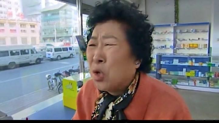 搞笑一家人:老媽給兒子去買藥,不料遇到搶劫的,結局太逗了!