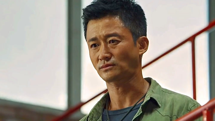 戰狼2:婦女兒童上飛機男人跟我走,吳京這句話說得太有魄力了!