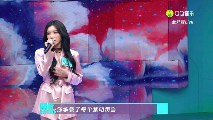 戴燕妮演唱《Lucky Funny》 舞臺超穩,和現場粉絲親切互動