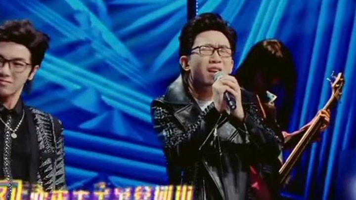 华晨宇、杨迪在章子怡面前模仿汪峰《空空如也》,不得不说动作很费腰!